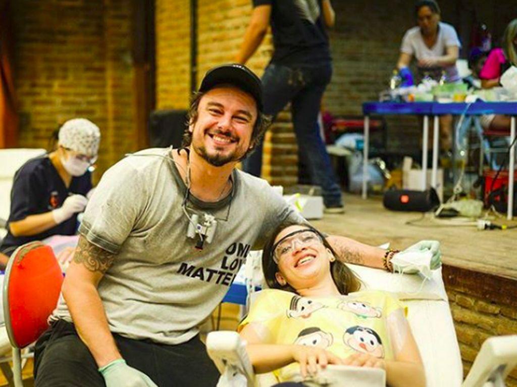 Foto: Gaya Liburan si Dokter Gigi Tampan