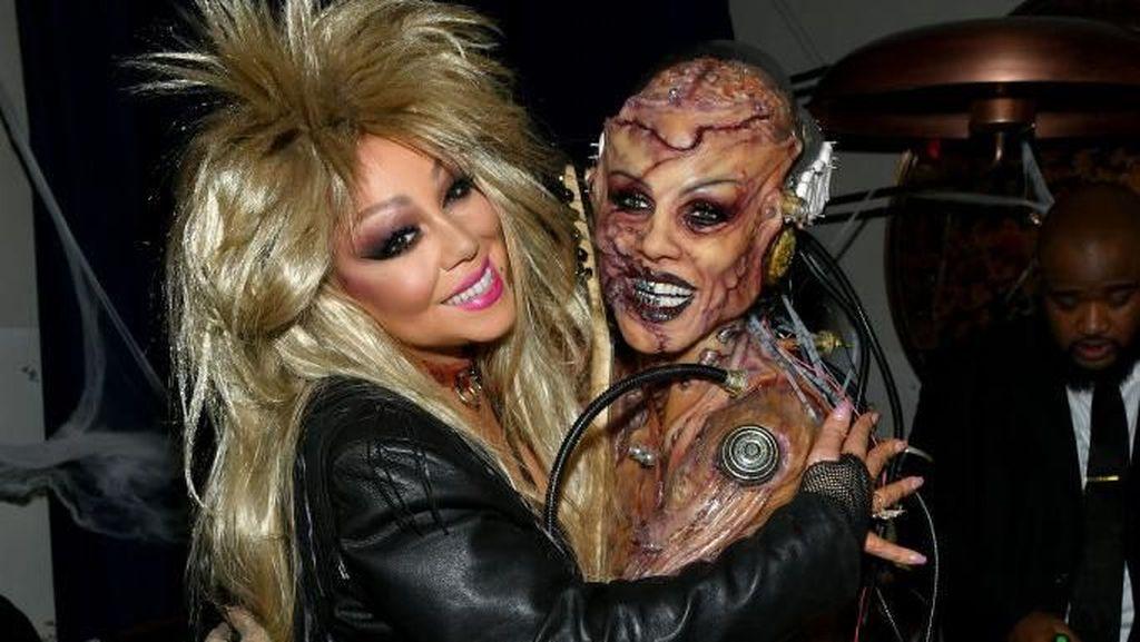 Foto: Kostum Halloween Heidi Klum Jadi Alien yang Menyeramkan
