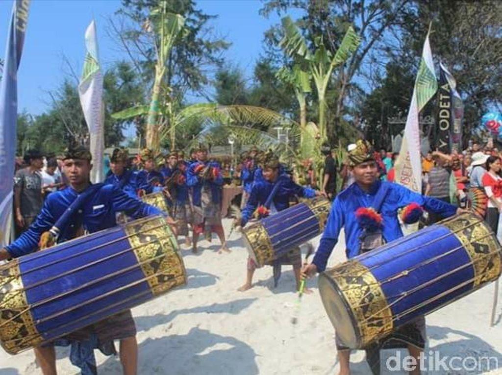 Foto: Ritual Mandi Bersama di Lombok