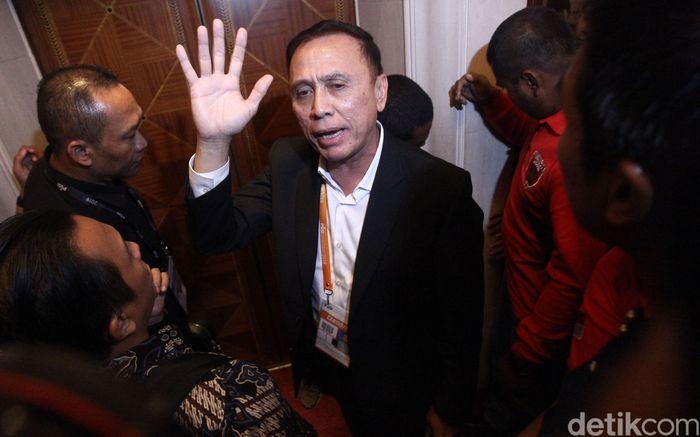 Mochamad Iriawan alias Iwan Bule menjawab pertanyaan wartawan seusai terpilih jadi Ketum PSSI.