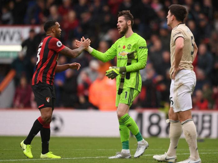 BOURNEMOUTH, ENGLAND - NOVEMBER 02: David De Gea of Manchester United speaks with Callum Wilson of AFC Bournemouth following the Premier League match between AFC Bournemouth and Manchester United at Vitality Stadium on November 02, 2019 in Bournemouth, United Kingdom. (Photo by Harry Trump/Getty Images)