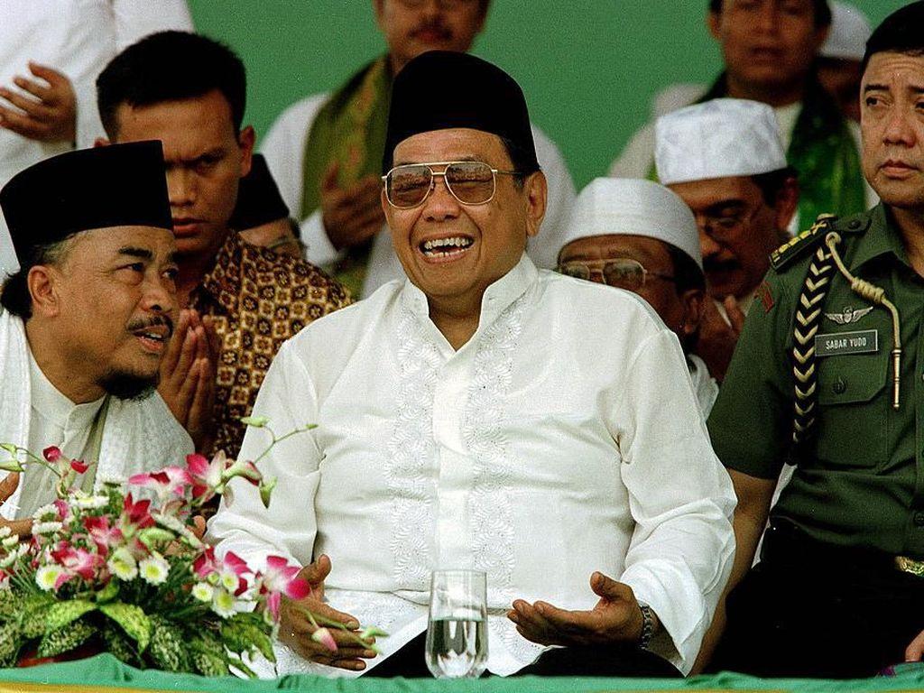 5 Humor Gus Dur yang Bikin Ngakak, Masihkah #IndonesiaDaruratHumor?