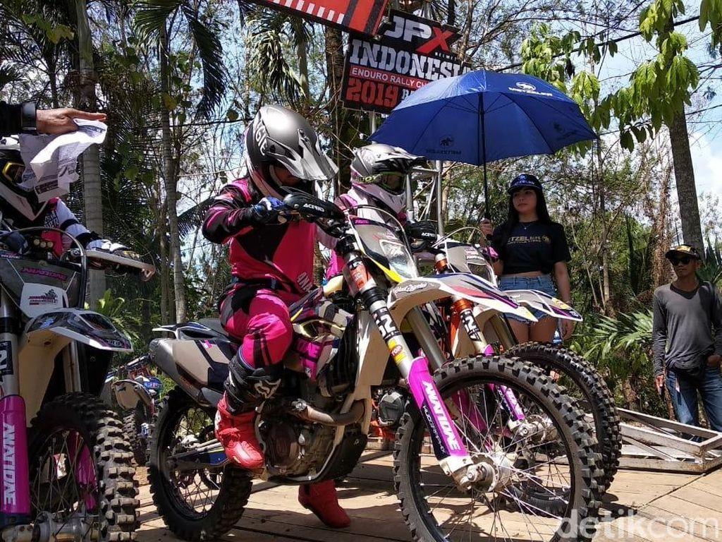 Serunya Balap Motor Garuk Tanah Berbasis GPS Pertama di Indonesia