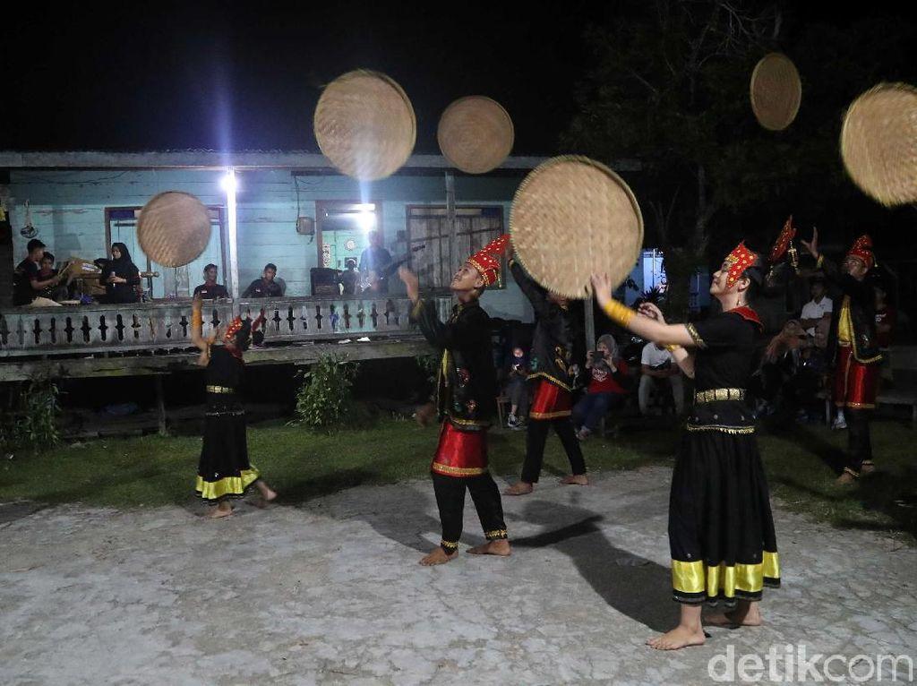 Melihat Indahnya Tarian Tradisional Suku Dayak Tidung
