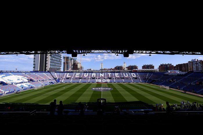 Pertandingan Levante Vs Barcelona digelar di Stadion Ciutat de Valencia, Sabtu (2/11/2019). Alex Caparros/Getty Images.
