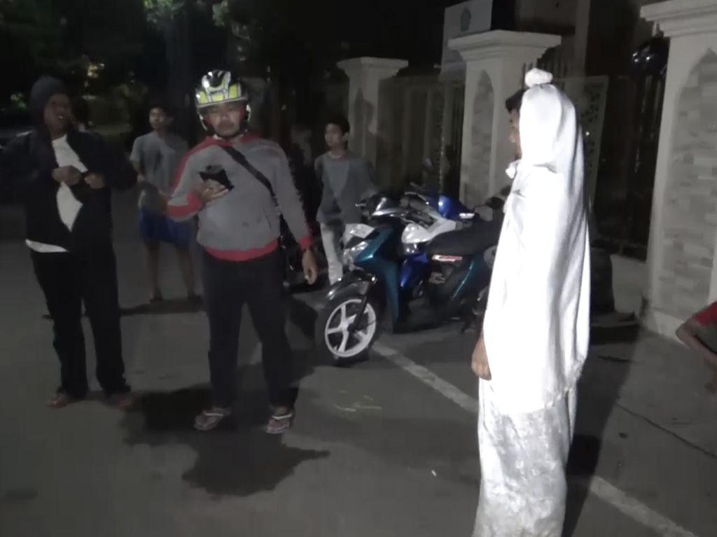 Polisi Tangkap Pocong di Makassar, Ini Batasnya Prank Mulai Tak Lucu