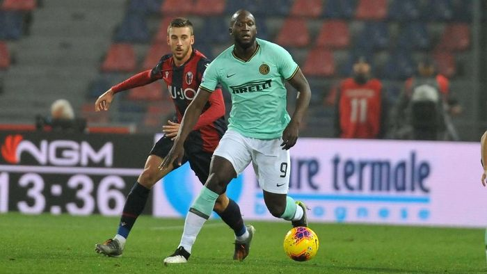 BOLOGNA, ITALY - NOVEMBER 02:  Romelu Lukaku of FC Internazionale in action during the Serie A match between Bologna FC and FC Internazionale at Stadio Renato DallAra on November 02, 2019 in Bologna, Italy. (Photo by Mario Carlini / Iguana Press/Getty Images)