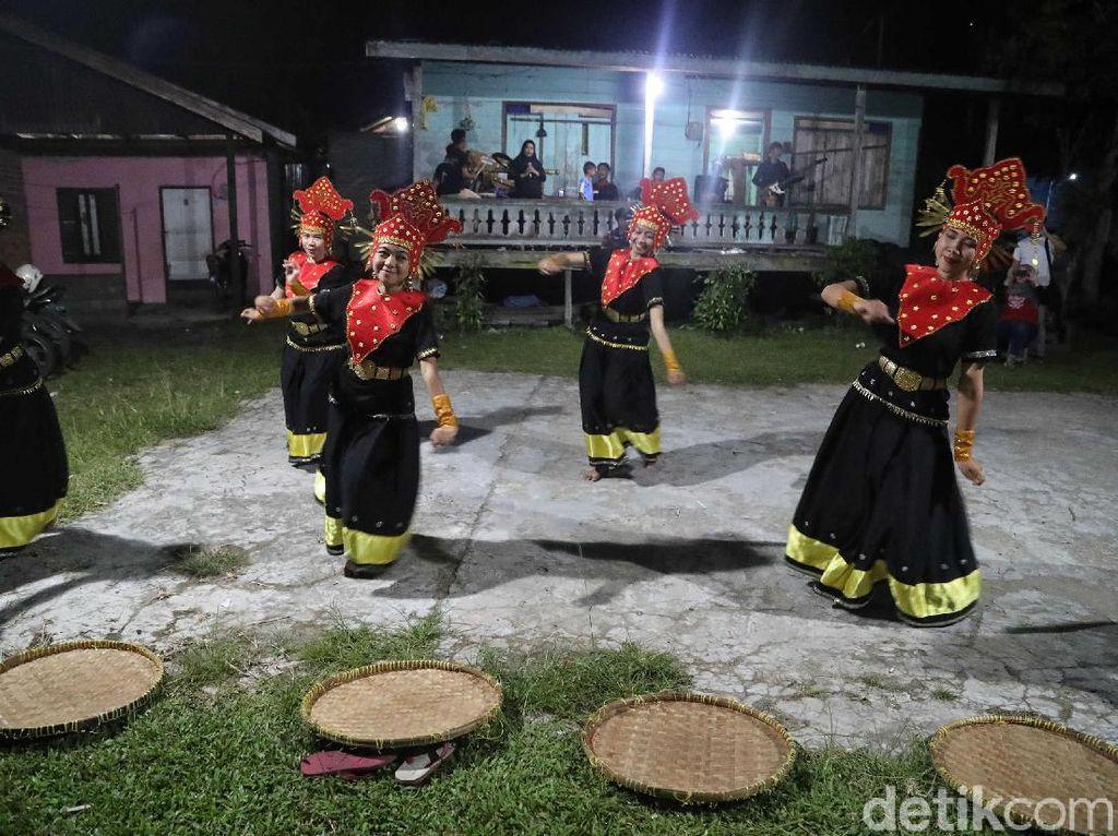 24 Tarian Daerah Kalimantan, Tari Baksa Kembang sampai Tari Burung Enggang