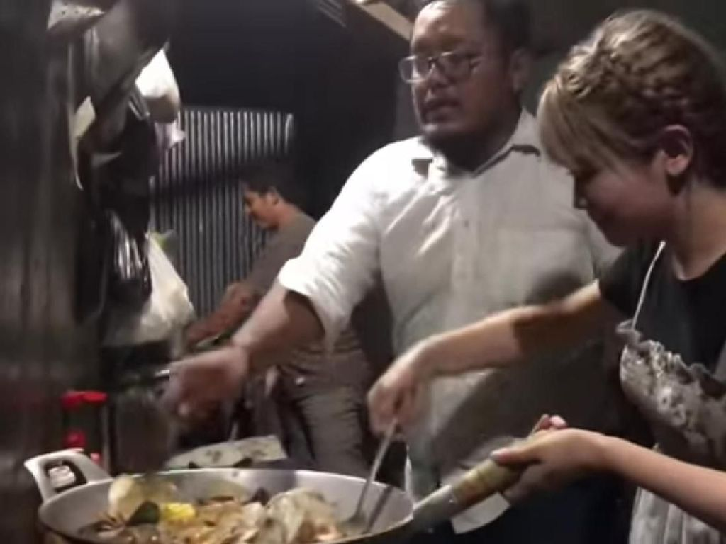 Viral Aksi Barbar Juru Masak di Purwodadi yang Lempar Panci hingga Kompor
