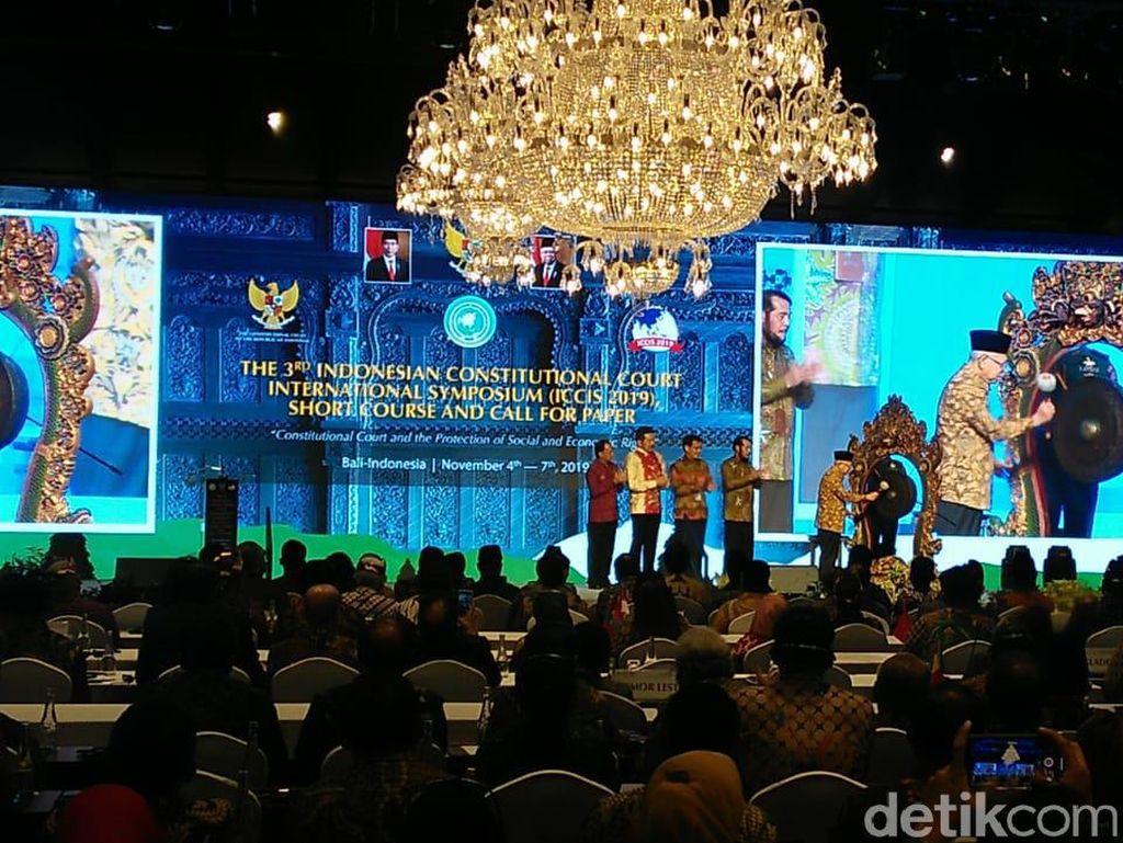Wapres Maruf Amin Buka Simposium Internasional MK di Bali
