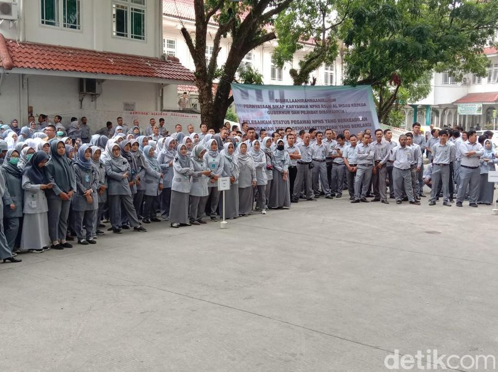 Ratusan Pegawai RSUD Al-Ihsan Demo Tuntut Transparansi Pemprov Jabar