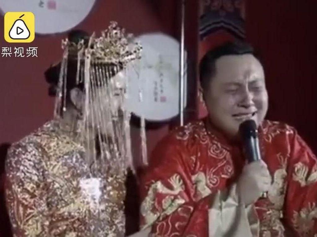 Pria Nangis Bahagia Bisa Nikah Setelah 7 Kali Cuma Jadi Pengiring Pengantin