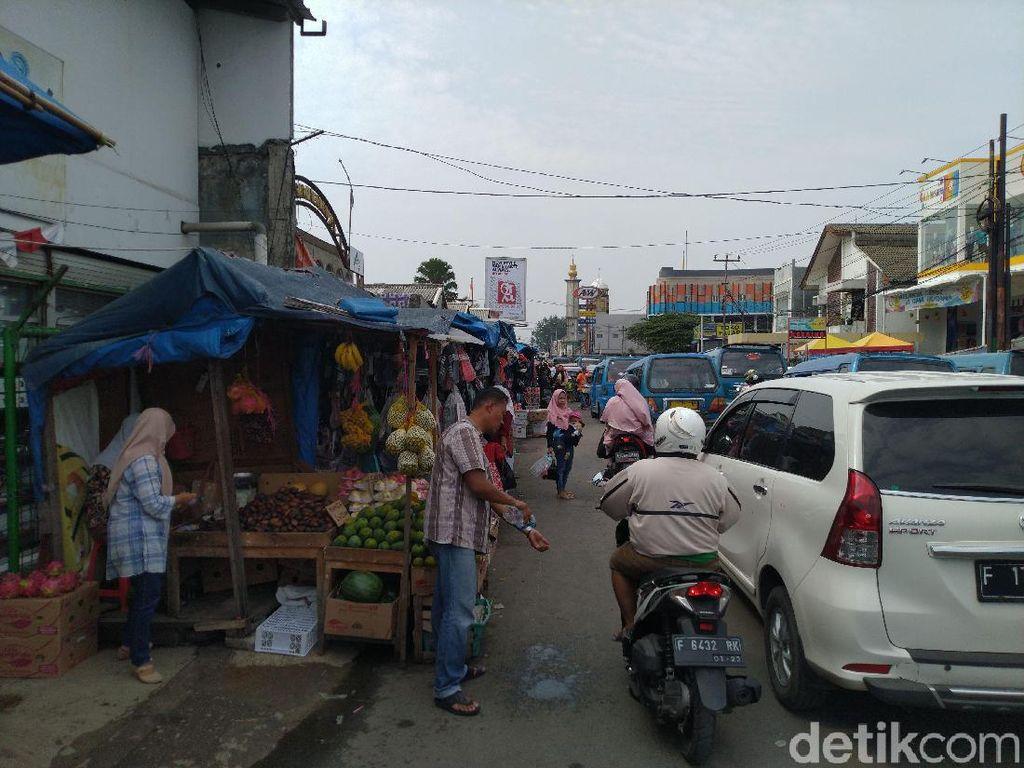 Satpol PP Bogor Ngaku Kesulitan Tertibkan Pedagang di Pasar Citeureup Bogor