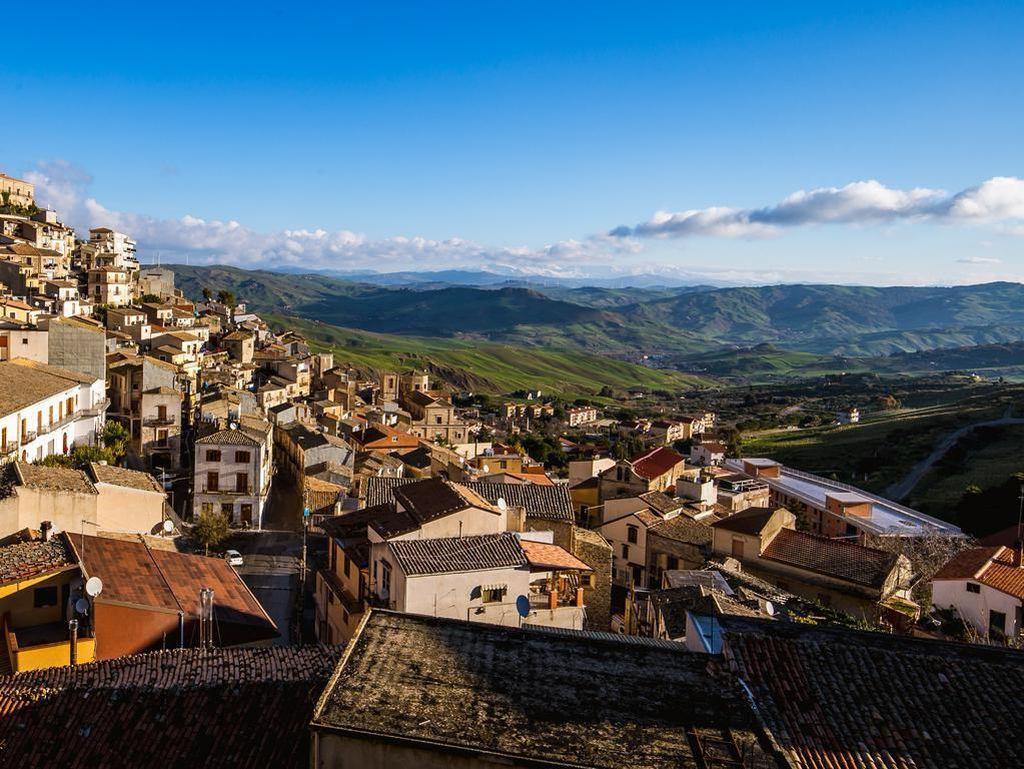 Kota dengan Pemandangan Surga Ini Obral Rumah Gratis