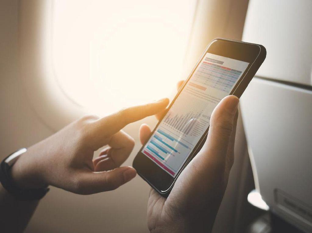 Selain Mumtaz Rais, WNI Ini Pernah Kena Tegur soal Ponsel di Pesawat