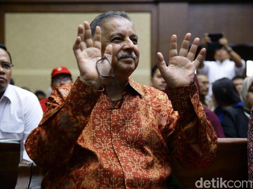 Senyum Sofyan Basir di Sidang Vonis Kasus PLTU Riau-1