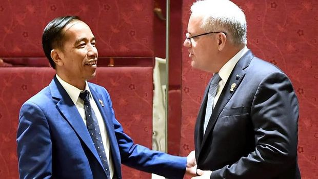 Presiden Jokowi bertemu PM Australia Scott Morrison di Bangkok, Thailand.