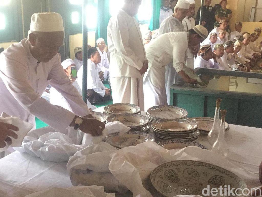 Tradisi Mencuci Piring Pusaka ala Keraton Kasepuhan Cirebon