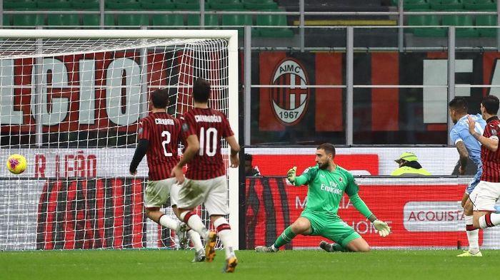 AC Milan kalah 1-2 saat menjamu Lazio (Marco Luzzani/Getty Images)
