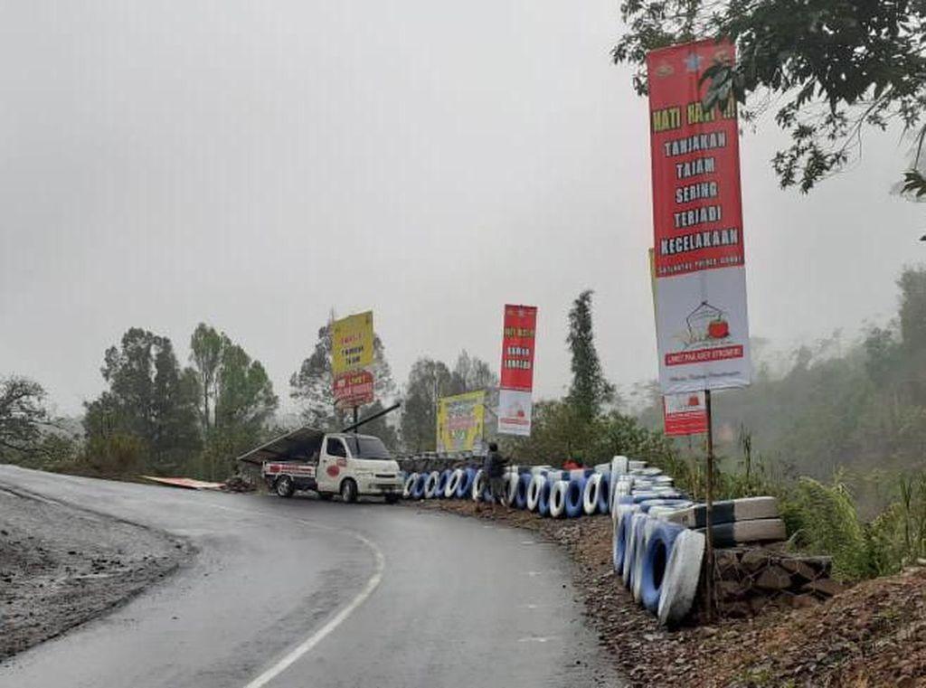 Rawan Kecelakaan, Polisi Pasang Pengaman di Tanjakan Panganten Garut
