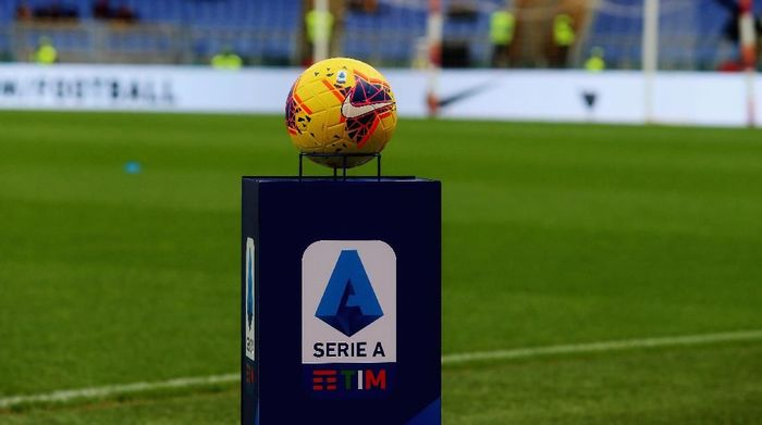 ROME, ITALY - NOVEMBER 02:  A detail of the new Serie A ball HI- VIS before the Serie A match between AS Roma and SSC Napoli at Stadio Olimpico on November 2, 2019 in Rome, Italy.  (Photo by Paolo Bruno/Getty Images)