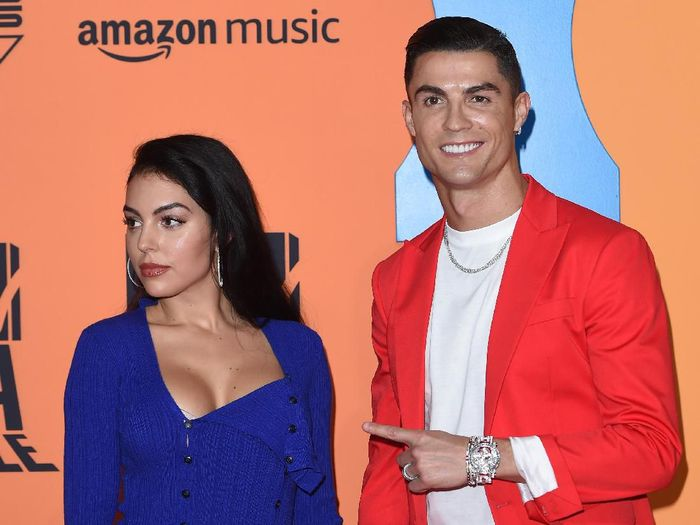 SEVILLE, SPAIN - NOVEMBER 03: Georgina Rodriguez and Cristiano Ronaldo attend the MTV EMAs 2019 at FIBES Conference and Exhibition Centre on November 03, 2019 in Seville, Spain. (Photo by Kate Green/Getty Images for MTV)