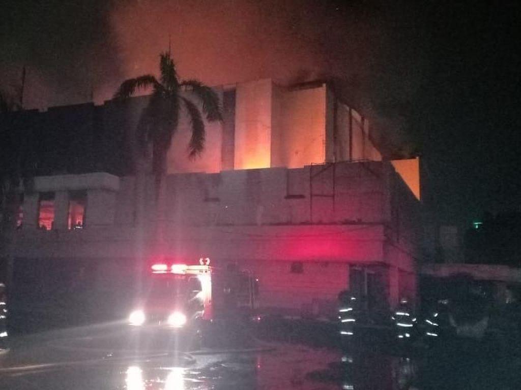 Damkar Jakut: Api di Gedung Hailai Sudah Padam, Sedang Proses Pendinginan