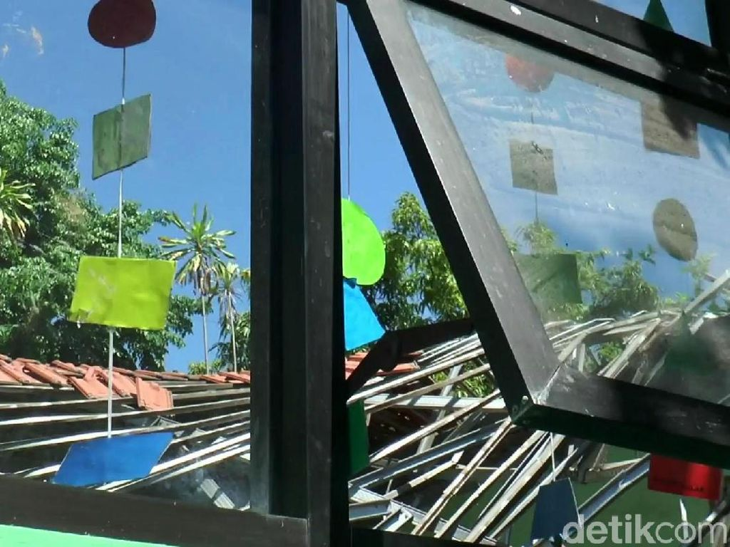 Gedung SDN Gentong di Pasuruan Ambruk, Guru dan Siswa Tewas