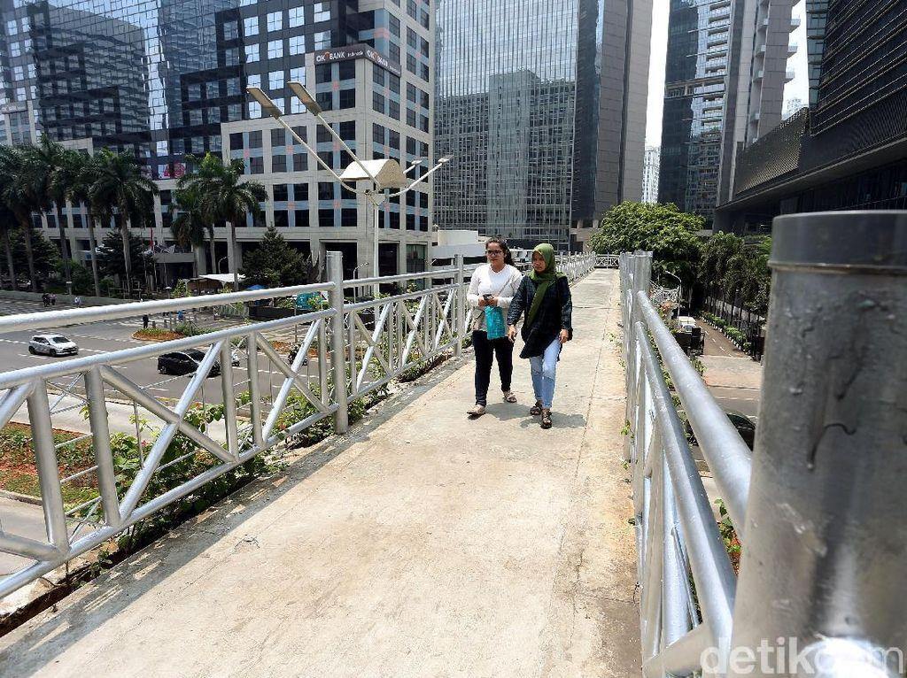 Beda Dengan Anies, Pengamat Tata Kota Minta Desain JPO Tetap Diberi Atap