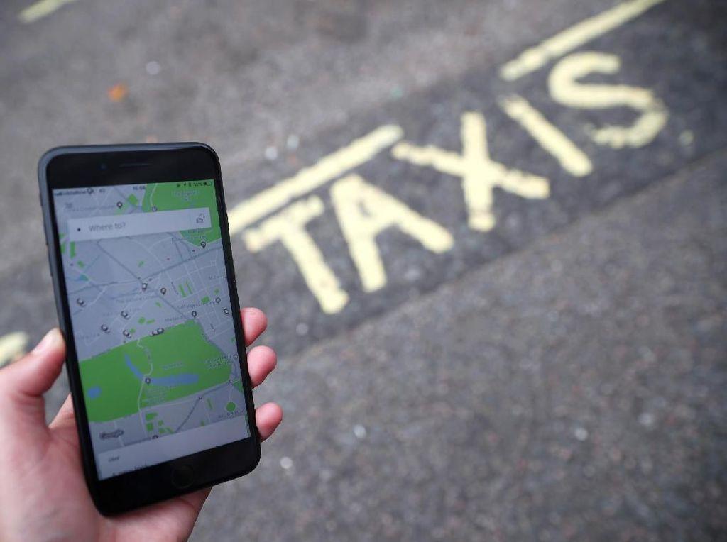 Pengemudi Molor, Perempuan Ini Nyetir Sendiri Taksi Online yang Dipesannya