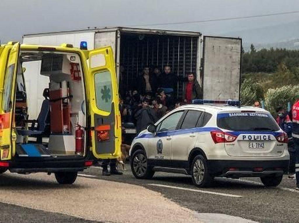 Polisi Temukan 41 Migran Dalam Truk Berpendingin di Yunani