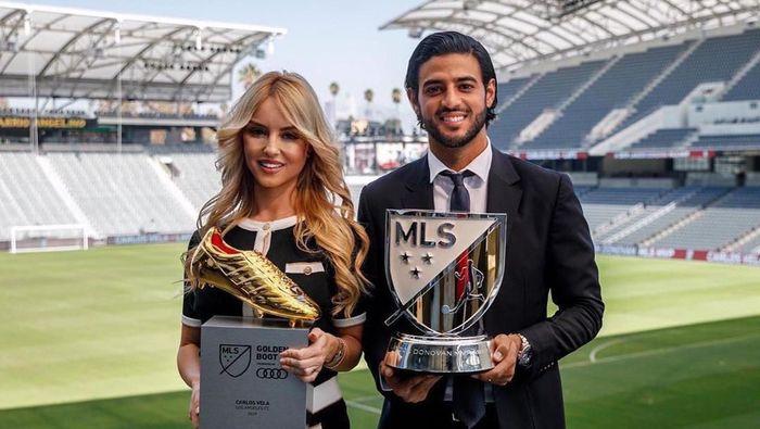 Carlos Vela jadi Pemain Terbaik MLS mengalahkan Zlatan Ibrahimovic (instagram @carlosv11)