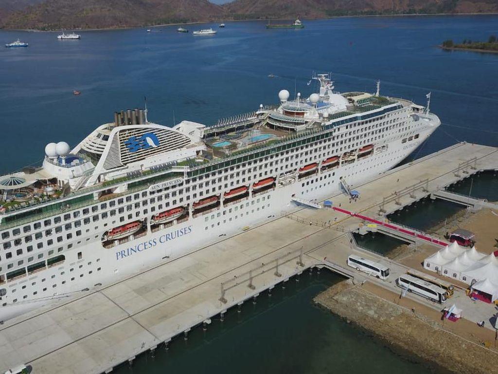 Kapal Cruise Sandar di Gili Mas, Turis Australia Kagum dengan Lombok