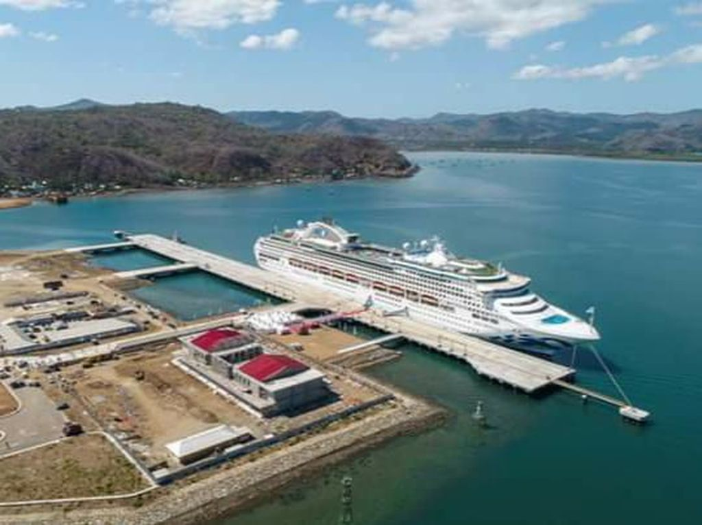 Kapal Pesiar Tandai Pelabuhan Gili Mas Lombok Resmi Beroperasi