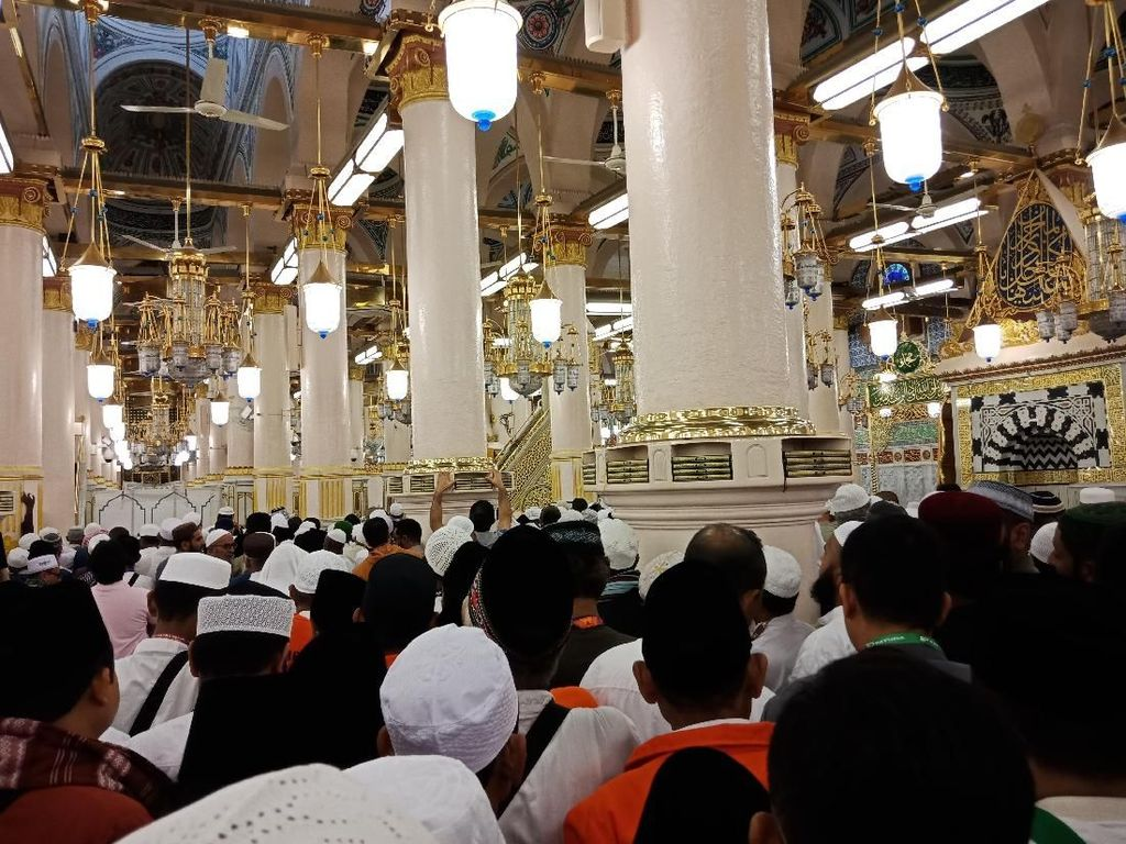 Hari Pertama di Madinah, Marbut-Majelis Taklim DKI Ziarah ke Makam Rasul