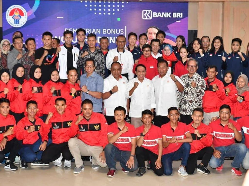 Menpora Beri Penghargaan Atlet & Pelatih Berprestasi Ajang Tunggal