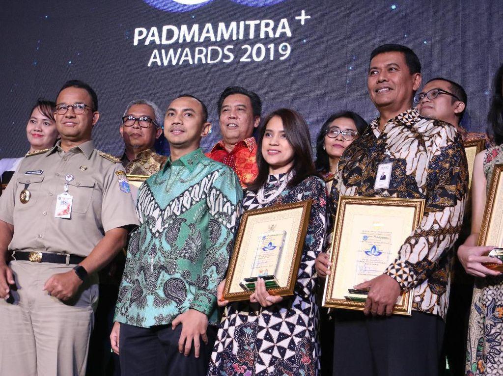 Gubernur Anies Serahkan Padmamitra+ Award 2019