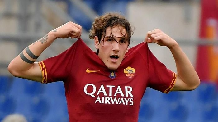 AS Romas Italian midfielder Nicolo Zaniolo celebrates after scoring a goal during the Italian Serie A football match between AS Roma and Napoli at the Olympic stadium in Rome, on November 2, 2019. (Photo by Tiziana FABI / AFP)