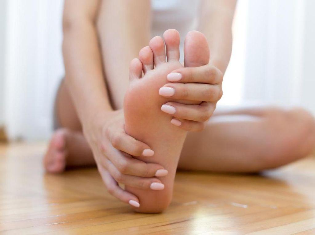 8 Cara Menghilangkan Bau Kaki yang Perlu Kamu Tahu