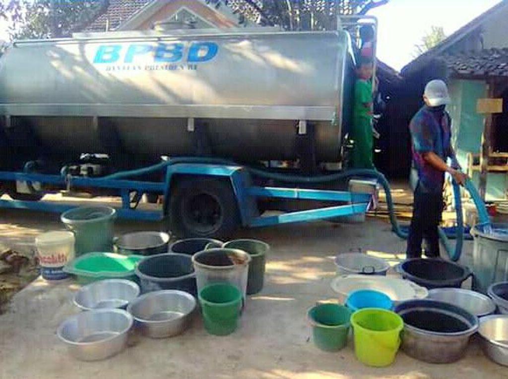 Meski Hujan Mulai Turun, BPBD Trenggalek Masih Kirim Bantuan Air Bersih