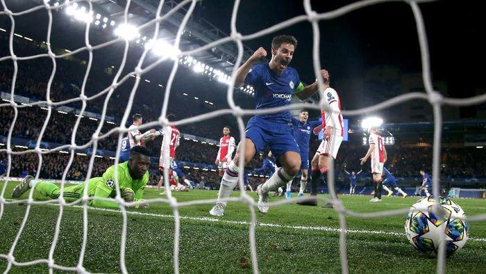 Duel Chelsea vs Ajax di Liga Champions berakhir imbang 4-4 (Foto: Catherine Ivill/Getty Images)