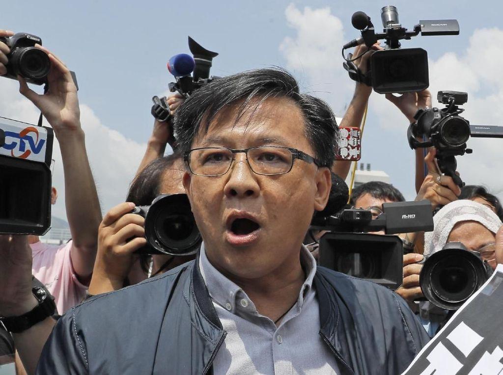 Anggota Parlemen Hong Kong Tiba-tiba Ditikam Usai Diberi Karangan Bunga