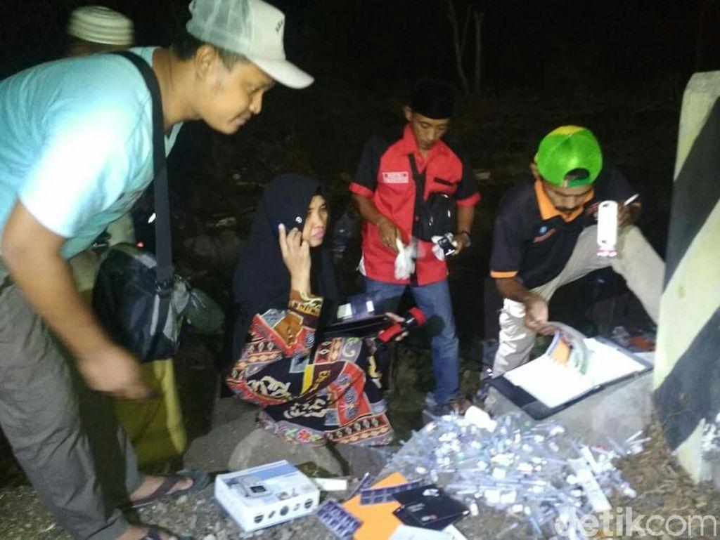 Sampah Medis Ditemukan Berserakan di Tepi Jalan Pantura Situbondo