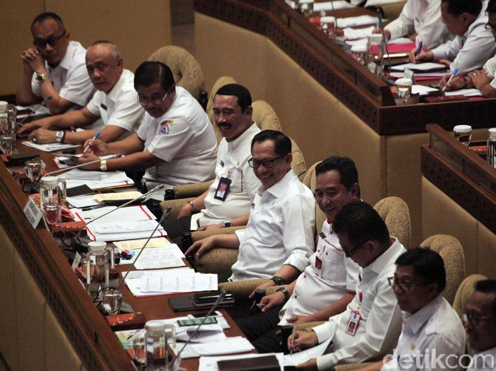 Johan Budi ke Mendagri Tito: Kalau Rapat Jangan Telat