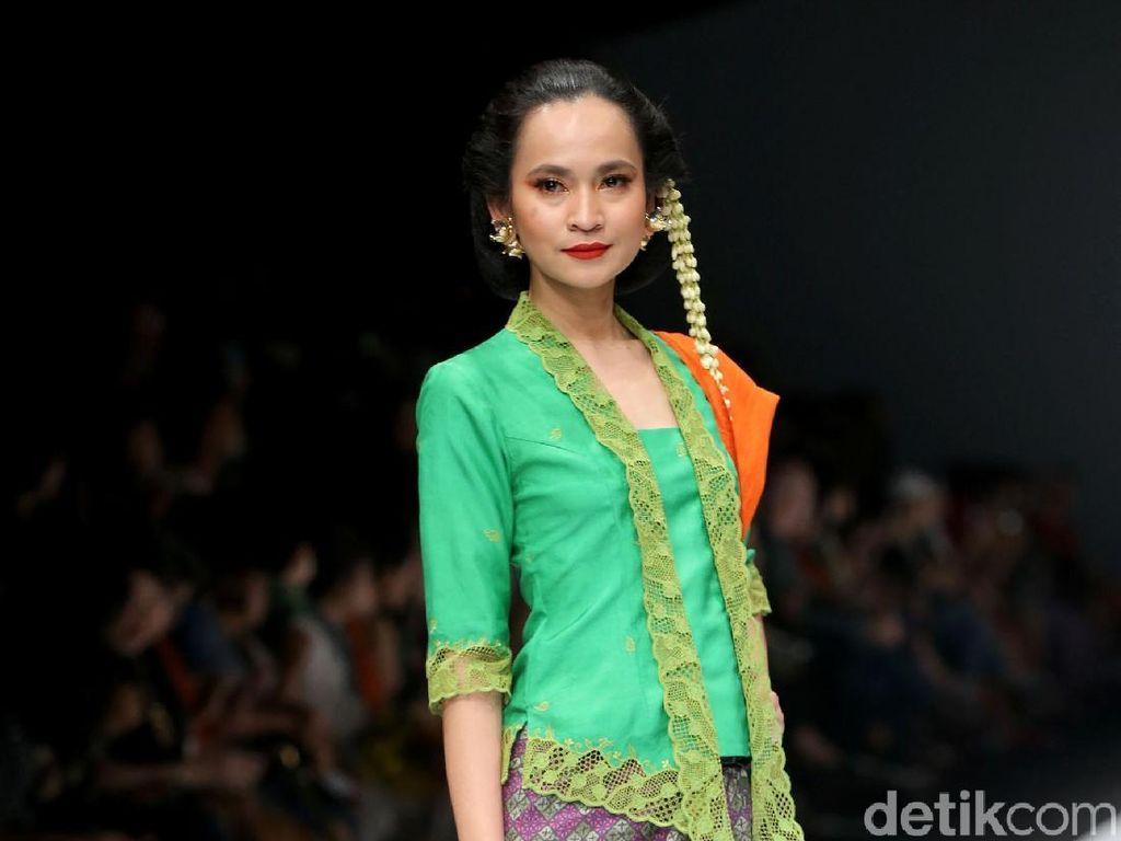 Foto: Melihat Keindahan Kain Indonesia Lewat 15 Koleksi Obin