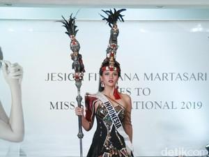 Jessica Fitriana Juara 3 Kostum Nasional di Miss Supranational 2019