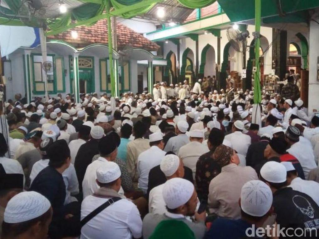 Puluhan Ribu Jemaah Hadiri Haul Ke-38 Kiai Abdul Hamid di Pasuruan