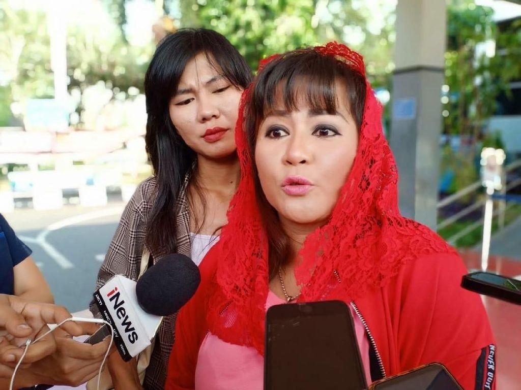Begini Cara Polisi Tangani Laporan Dewi Tanjung dan Tetangga Novel