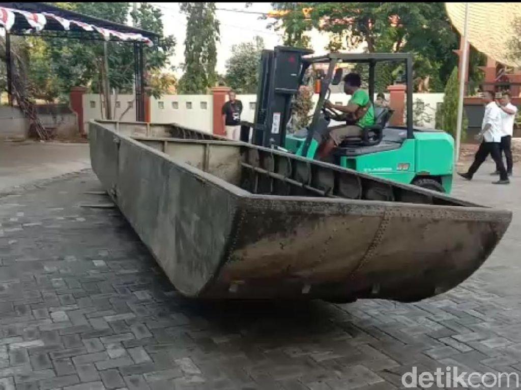 Perahu Baja dari Bengawan Solo Akan Diserahkan ke Bupati Lamongan