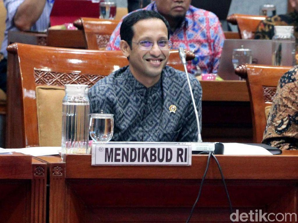 Ekspresi Mendikbud Nadiem Saat Dapat Pantun dari Ketua Komisi X